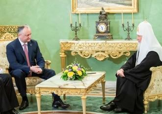Igor Dodon l-a felicitat pe Patriarhul Kirill cu prilejul aniversării întronizării