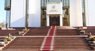 Nu a fost nicio eroare! Președinția intenționa să cumpere covoare noi pentru etajele 6 și 7 și draperii pentru bibliotecă