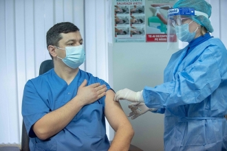 A început vaccinarea împotriva COVID-19