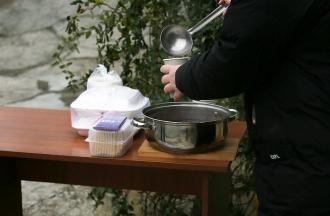 Prânzuri calde pentru nevoiași
