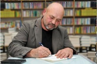Singura asemănare între Igor Grosu și Vladimir Golovatiuc este litera de început a numelui de familie. Încolo deosebirile sunt razante