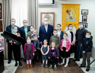 Igor Dodon nu renunță la tradiție și susține în continuare familiile cu muți copii