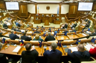 Ciocoi a declarat în Plenul Parlamentului că nu va cere, deocamdată, închiderea activităților economice