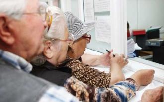 De azi, pensionarii pot ridica ajutorul unic de 1000 de lei