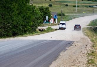 """Continuă lucrările de reparație în cadrul proiectului național """"Drumuri bune pentru toți"""""""
