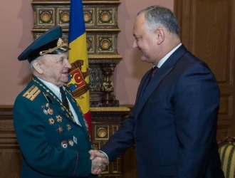 Veteranul Pavel Glodcov, care împlinește azi 100 de ani, a fost felicitate de Igor Dodon