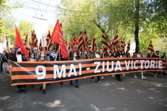 """""""Victorie! Moldova!"""" Mii de oameni participă la Marșul Victoriei din centrul Capitalei (FOTO)"""