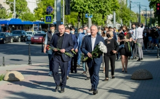 Socialiștii au depus flori la Ambasada Rusiei, în memoria victimelor atacului terorist din Kazan