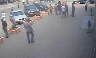 Revin anii 90?! Doi veterani, cu antecedente penale, s-au bătut chiar în centrul Capitalei (VIDEO)