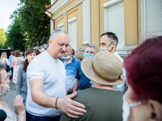 DODON: În următoarele săptămâni se planifică să ajungă la Chișinău câteva sute de mii de doze de Sputnik V