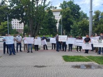 Rușine! Au bani de alegeri, dar nu și pentru fermieri! Agricultorii din nou în stradă, protestează la Președinție