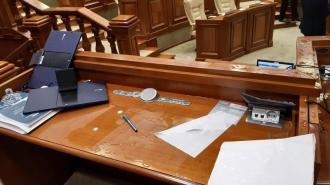 Opoziția adevărată nu înseamnă deteriorarea microfoanelor în Parlament, spune Batrîncea