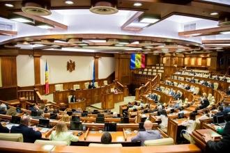 Opt din zece deputați absenți la ședința Parlamentului de azi sunt din PAS