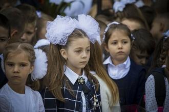 Autoritățile au privat elevii de careurile de 1 septembrie, dar au păstrat organizarea Paradei militare