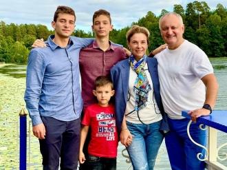 Igor Dodon, la 22 ani de căsătorie: Familia este cea mai mare realizare și cel mai important sprijin în viața oricărui om