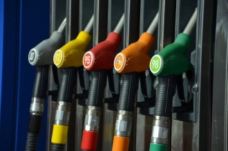 O nouă lovitură pentru conducătorii auto! Mâine benzina va costa 20,23 lei, iar motorina 16,42 lei