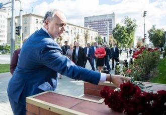 PSRM a depus flori la Ambasada Rusiei în memoria victimelor din Perm