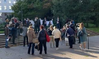 Protest la Parlament împotriva dictaturii instituite de PAS: Jos hunta!