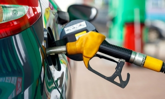 Motorina și benzina se scumpește din nou, marți un litru de motorină va costa 18,55 de lei