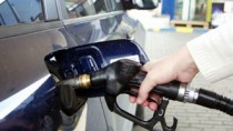 Scad prețurile la benzină și motorină