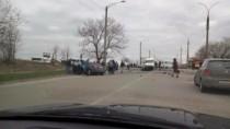 Accident în sectorul Ciocana între o maşină şi un microbuz de linie; O pers ...