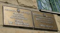 Vicecomisarul şi şeful Poliţiei Criminale din Râşcani au fost reţinuţi pent ...