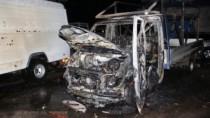 Un microbuz, cuprins de flăcări lângă un service auto