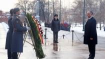 Igor Dodon a depus flori la Mormântul Ostaşului Necunoscut