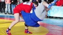Luptătorii moldoveni de sambo au cîștigat două medalii