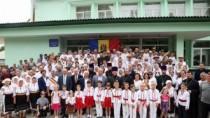 """Președintele țării a participat la festivalul ortodox """"Un trandafir, o lumî ..."""
