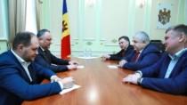 Deputatul Dumei de Stat a Rusiei, Kazbek Taisaev şi liderul Partidului Comu ...