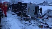Un microbuz cu moldoveni s-a răsturnat în România: două persoane au murit p ...