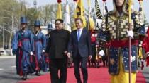 Kim Jong-un, primul lider al Coreei de Nord care traversează linia de demar ...