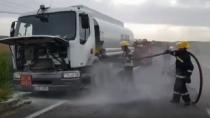 Un camion cu o cisternă de motorină, risca să ia foc; Șoferul a solicitat i ...