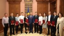 Cei mai buni elevi și studenți, au primit Diploma de Onoare a Președintelui ...