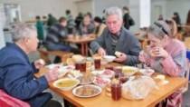 Mai mulți beneficiari de prânzuri gratuite