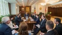 Igor Dodon a prezidat o ședință de lucru cu consilierii și șefii de direcți ...