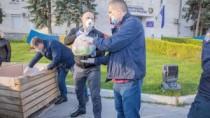 Peste 100 de localnici din Talmaza au primit pachete cu produse alimentare. ...
