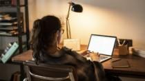Şcolile revin la orele în regim online