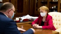 Speakerul Zinaida Greceanîi și Prim-ministrul interimar Aureliu Ciocoi au d ...